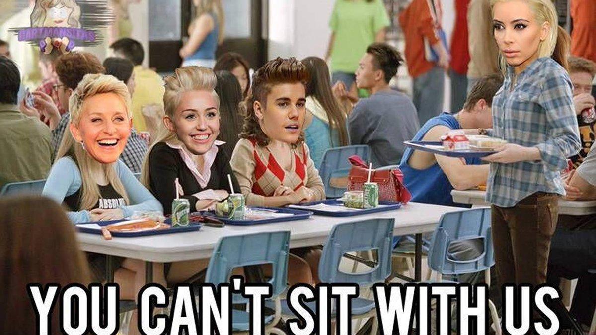 B_W0GMvVEAESFFD photos internet goes wild with hilarious kim kardashian blonde