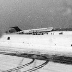 Plane skids off runway at New York airport http://t.co/x1uSj09Ms9 #sbsnewswrap http://t.co/TXTZ8UMb4H