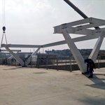 Continua a montagem da estrutura que servirá como base para os telões da #ArenaCorinthians. http://t.co/F8Tr3lKNr8