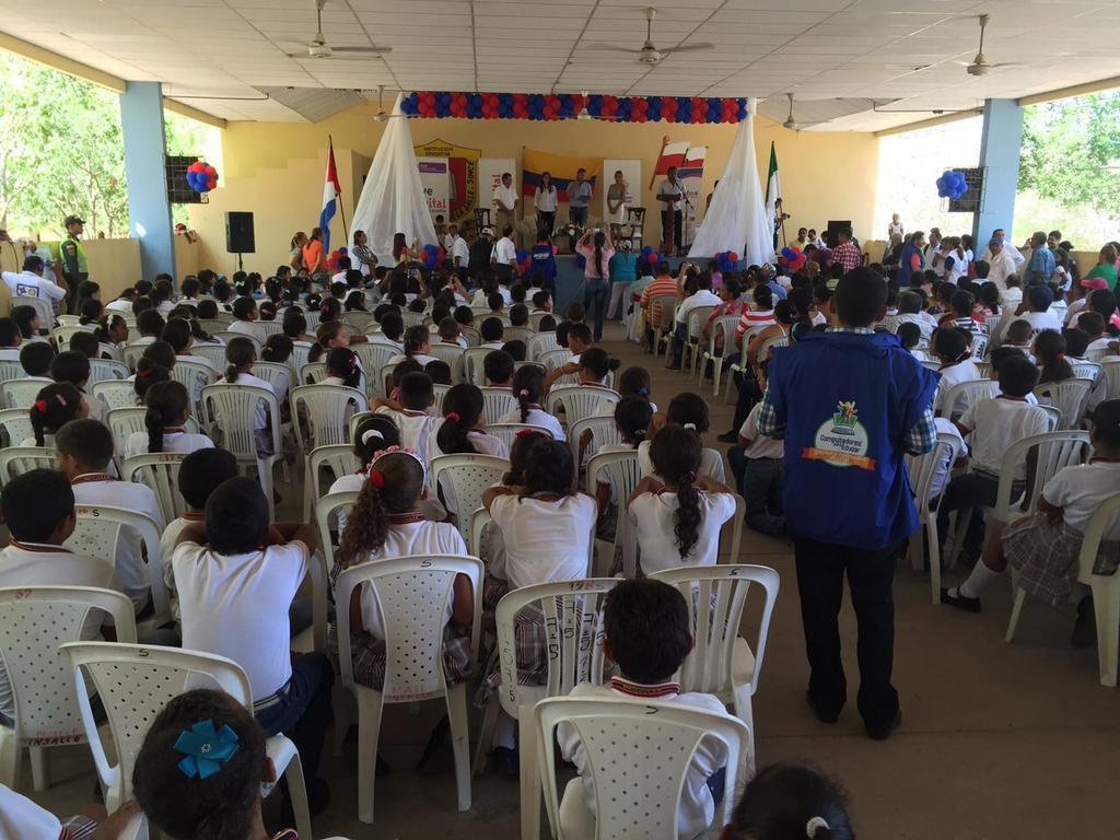 RT @Ministerio_TIC: La entrega de #TabletasParaEducar y #ComputadoresParaEducar en el colegio San Juan Bautista de la Salle, en Sincé http://t.co/jGvV2lObtx