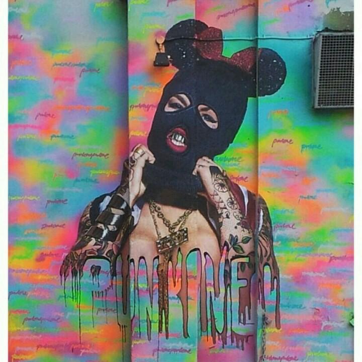 Awesome graffiti piece done by Nick Flatt, outline by Paul Punk, wall by London Graffiti, photo by