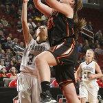 .@SpringvilleGBB Mikayla Nachazel makes a basket around EHKs Rose Andersen in first half. #iahsbkb @jtlinder http://t.co/jmfbpH2iSM