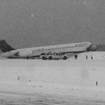 DEVELOPING: FAA: Delta plane skid off runway while landing at LaGuardia Airport in NYC: http://t.co/4LSQfubEU2 http://t.co/MbWY4V50hc