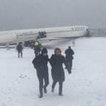 Giants TE Larry Donnell was on airplane that skidded off runway at NYCs LaGuardia airport: http://t.co/nS7Hf4ZN4r http://t.co/ZiUWtEGpIQ