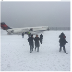 Giants tight end Larry Donnell was on plane that skidded off runway at LaGuardia http://t.co/dc6iaR0vWL http://t.co/D8lckhahWH