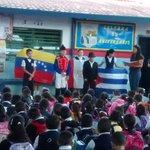 Acto central realizado sobre Simón Bolívar y Hugo Chávez UEE Juan Germán Roscio http://t.co/5Ric5v9G3l