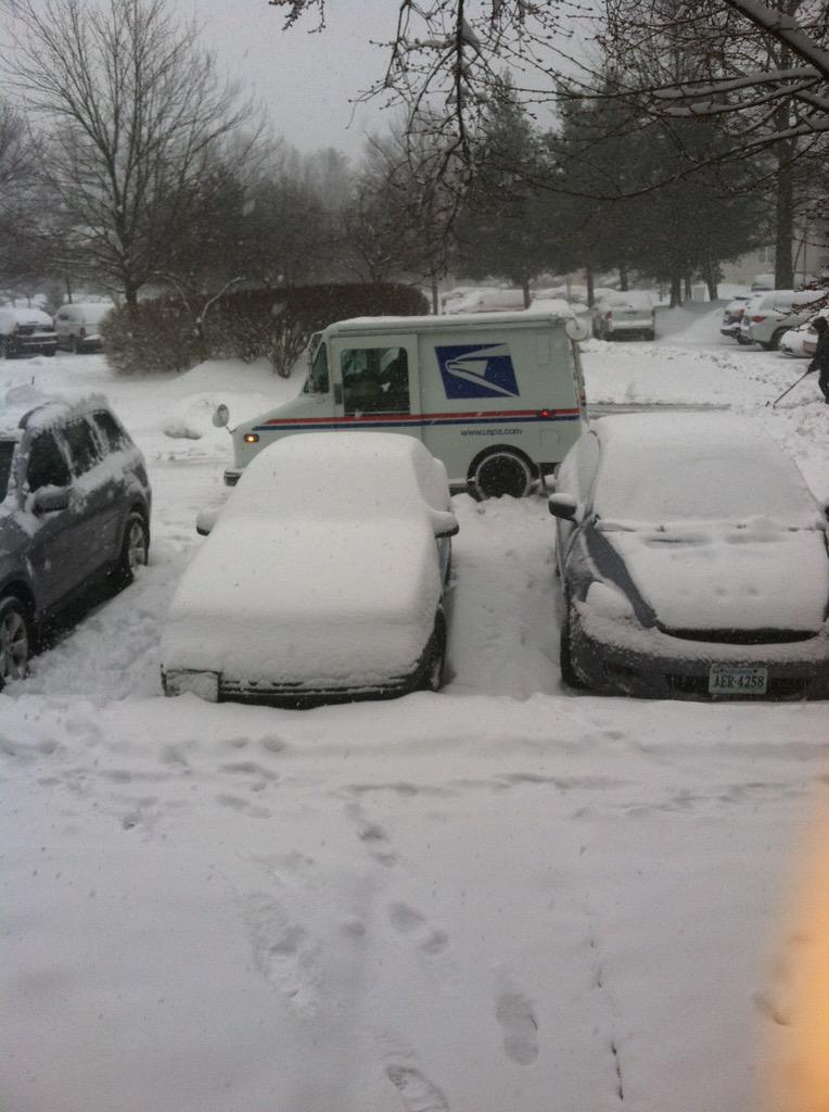 Lauryn Ricketts (@laurynricketts): #Respect... @USPS #DMVSnow http://t.co/myotIx1uEE