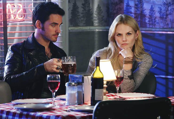 #OnceUponaTime exclusive video: What's Hook hiding from Emma? And will she go dark? http://t.co/FsIVxXfE6I @OnceABC http://t.co/VKiCrESs1f
