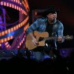 Jeff Miers reviews Garth Brooks concert. http://t.co/W7glRgw8C7 http://t.co/9qtIJIca2n