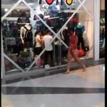 #5M Hombre desnudo y ensangrentado generó caos en el Sambil de San Cristóbal #360UCV http://t.co/b1fOwuJmAI