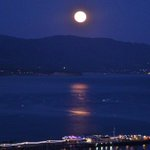 """The """"Mini Moon"""" as this one is called, rises over Santa Barbara. Shot from KEYT NewsChannel 3 on TV hill. http://t.co/QDMOF3D9pB"""