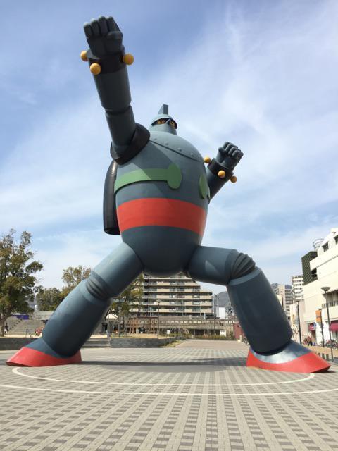 JR新長田駅南側の若松公園内に設置されている実寸大の「鉄人28号」 http://t.co/V5lxb9zMtn
