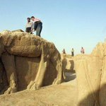 Islamic State bulldozers erasing history in Nimrud, Iraq http://t.co/7Gq577zsAb bye bye history, welcome dark ages http://t.co/eGXxdcnaMS