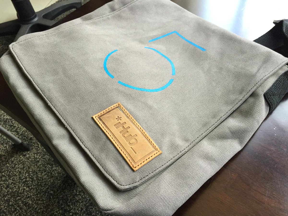 The first 300ppl at 6pm tomorrow will get the iHub #5YrTechBash will get this custom @SandstormKenya bag. http://t.co/fqhhzcyDxc