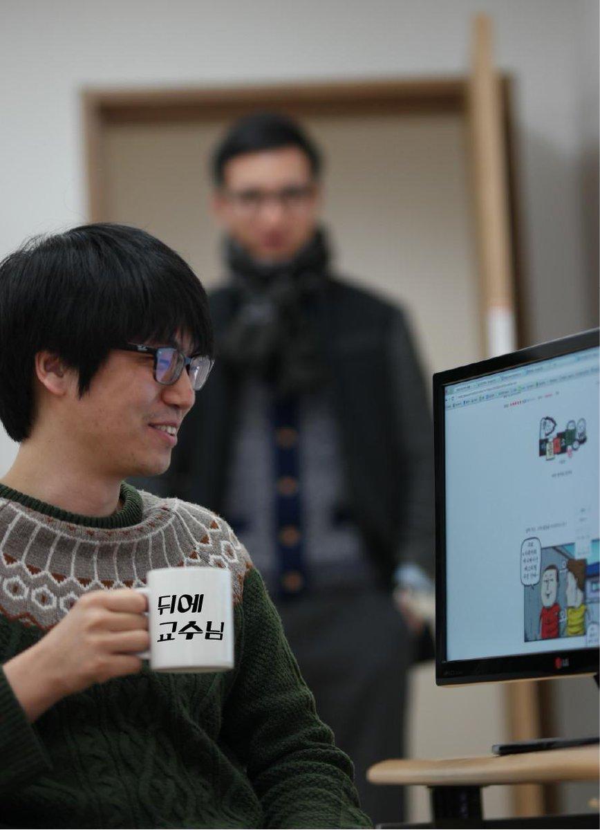 #KAIST 대학원생분들께서 투표로 선정한 머그컵 디자인이라고 하네요. http://t.co/dxLuXihPSJ  앞으로 다니겠습니다.... ㅠㅠ http://t.co/bEotcolJed