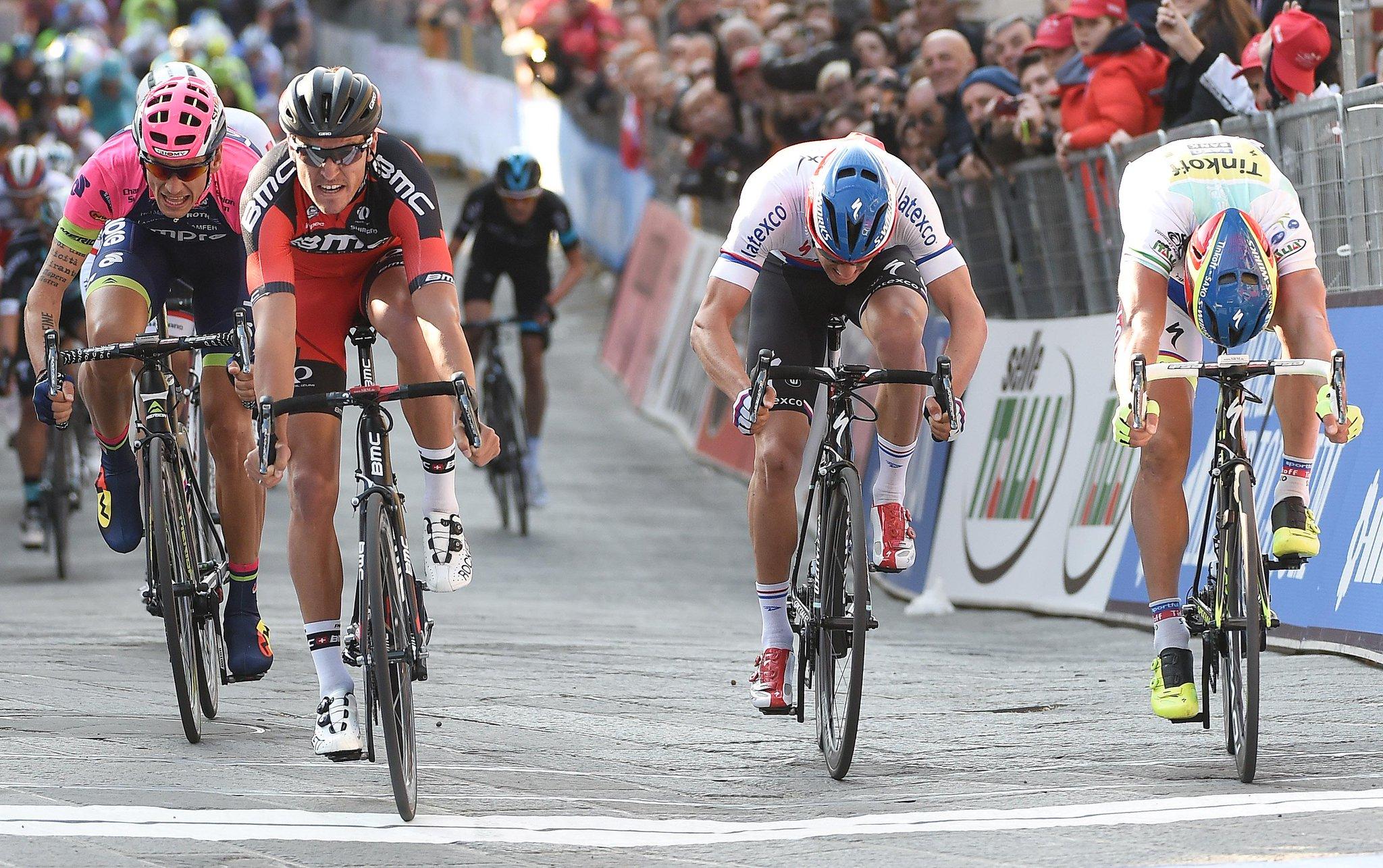 RT @TirrenAdriatico: What a final for @GregVanAvermaet!  Che finale per @GregVanAvermaet!  #Tirreno http://t.co/sdQBvBcGlx