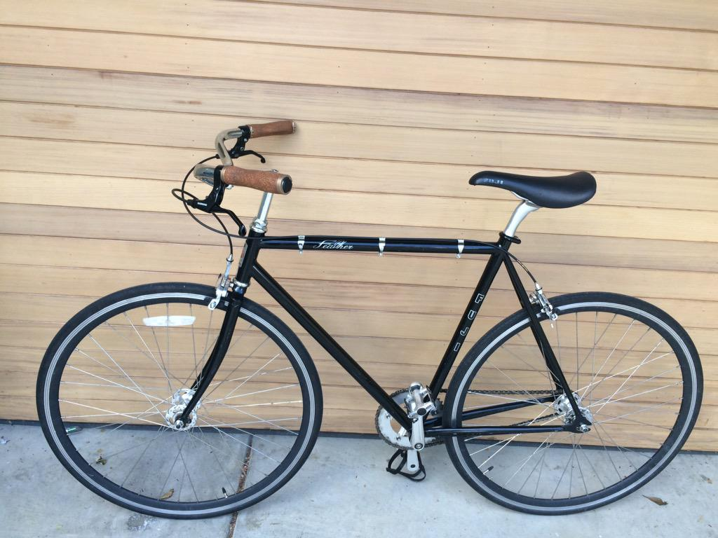 @stolenbikessfo 3 bikes stolen from garage in mission: black Fuji feather, white & tan Public C7, pink Public C7 http://t.co/ABNWr4tUtl