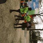 @SvanBerkum biedt ons initiatief fiets aan aan @BramvanOjikGL. Op naar Noord-Holland fietsprovincie nummer 1! #psnh http://t.co/Z9k1kpW4aA