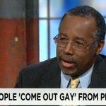 """미국 공화당 차기 대권주자 벤 카슨, """"이성애자들이 감옥에서 동성애자 돼 나온다""""(동영상) http://t.co/BkVBCnfeUG http://t.co/TULPswjccF"""