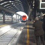 Milano Centrale, Binario 21. Ecco il nuovo Frecciarossa con la livrea dedicata a #Expo2015 | @fsnews_it #FS4Expo2015 http://t.co/dAjZjvbutY