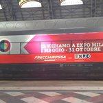 #FS4Expo2015. Da oggi un Frecciarossa, un Frecciargento e un Frecciabianca porteranno #Expo2015 in giro per lItalia http://t.co/h7xxa8u8yk