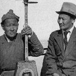 Монголд Цэндийн Билгийн Дамбын гэж 3 мундаг Дамдинсүрэн байв.Цэндийн Дамдинсүрэн гуай 1945 он. http://t.co/y0LFg5MVsr