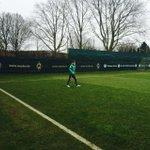 Geht los, Käptn #Fritz kommt als erster Spieler. #Werder http://t.co/kGkxuN5i7X