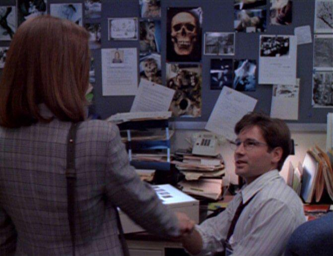 23 yrs ago - on March 6th,'92 - Mulder met Scully. His 1 in 5 billion & each others' constants. #XFilesRevival http://t.co/SWRdx6JmA9