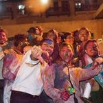 My Pakistan, love you! Muslim students from a shield around a Hindu temple on Holi in Karachi http://t.co/awfhYVJqG0 http://t.co/oJMUvpbl7c