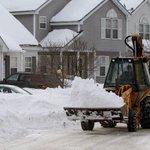 АНУ-д энэ жил их цас унажээ. Гэтэл Монголд маань цас нь байдаггvй :-( http://t.co/c56kbvJbeK