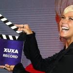 Repórter da Globo é suspenso porque foi tietar a Xuxa na porta da Record http://t.co/c1sntGraKh #TV http://t.co/3mwUKrmPLi