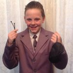 Escola manda de volta aluno que foi à aula vestido de Sr. Grey, de 50 tons de cinza http://t.co/7JLSMfnAPg #G1 http://t.co/f1w5p9SfxX