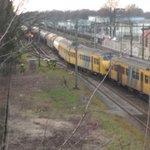 @nsreiziger Een studiegenoot (@tomasvantuel ) woont om de hoek en maakte deze fotos #treinongeluk #tilburg http://t.co/8czxY3aVKN