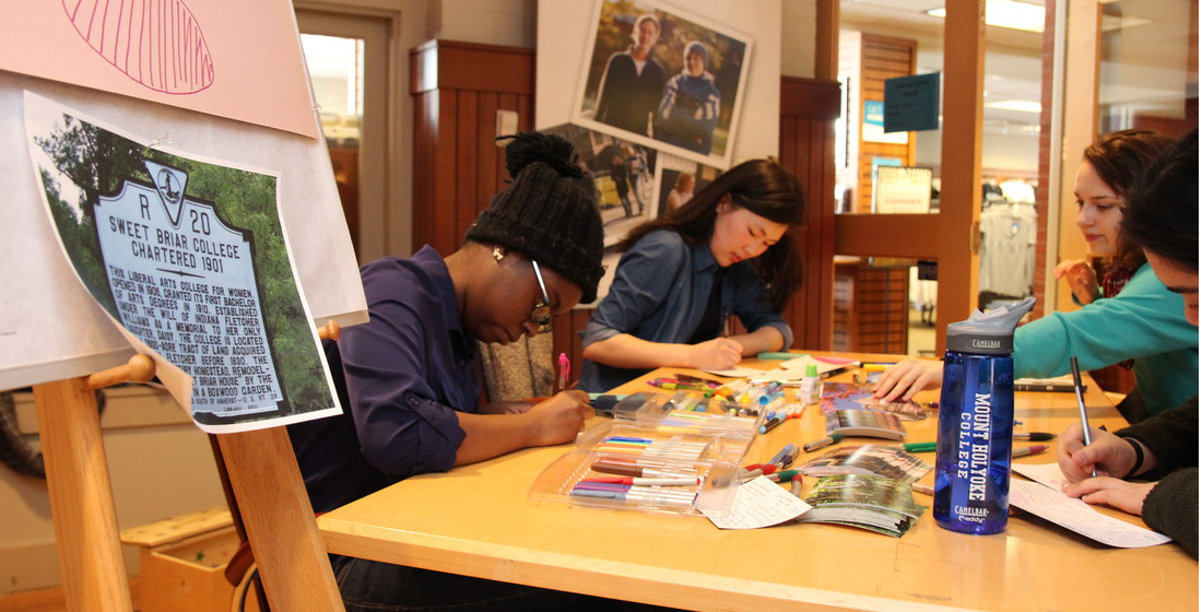 Mount Holyoke students write postcards to comfort and support #SweetBriar students. #Sisterhood http://t.co/AnM3XWWZtg