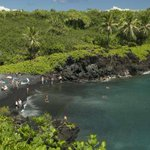 """""""@chronicleherald: Sick of winter? #Maui http://t.co/zJD8WuM4Nh http://t.co/yrjSQKdvuH"""" loved that beach on Hana highway!"""