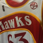 With the culmination of Nique Week in Atlanta, the Hawks sportin throwbacks from early 90s when he last played: http://t.co/vd6GDWQlpR
