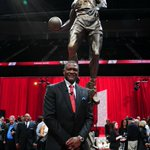 Coming up, we will air the halftime statue ceremony for @DWilkins21. http://t.co/qpZ98vbS2I