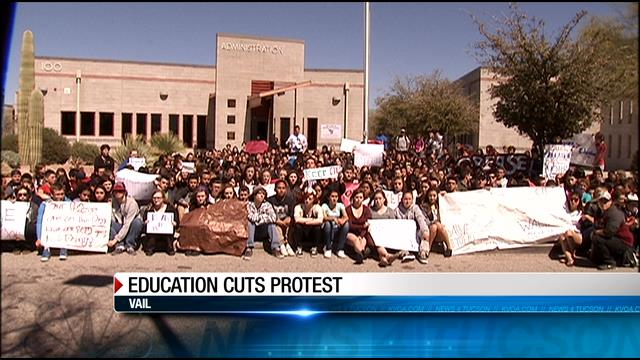 #Vail students hold protest regarding Gov. #Ducey's proposed cuts to #education. More Info: http://t.co/sR4MzslfzN http://t.co/tYxDCYpfHF