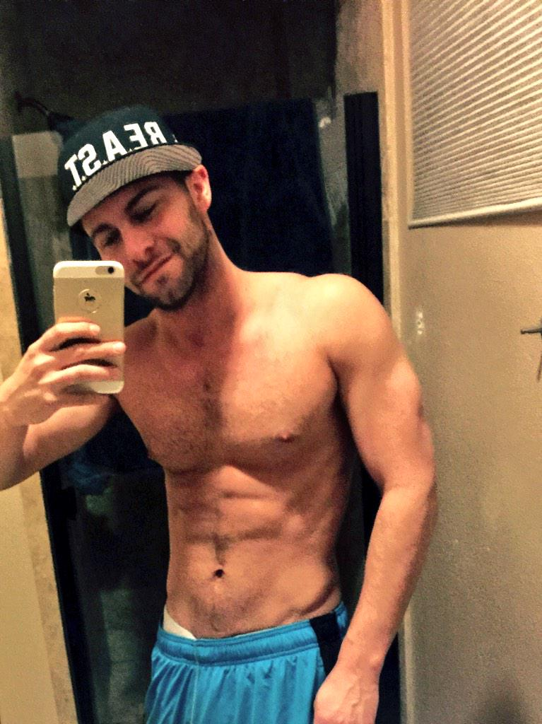 Seth Gamble (@SethGamblexxx): Thankyou hit 22k followers today I appreciate all the love and support here's a pic http://t.co/uHSx4HU6hm
