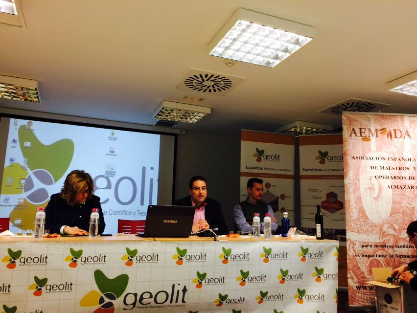 """""""@LaPastira: En #geolit sobre filtrado de #AOVE http://t.co/Af5N3fDVqx"""" magistral e interesante #BrigidaJimenez"""