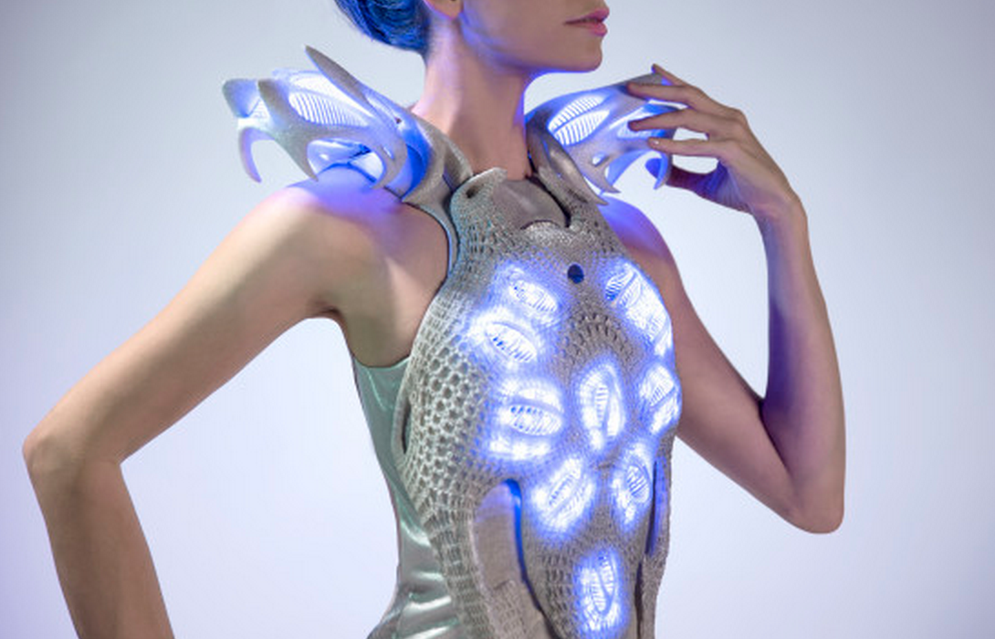 Check out @AnoukWipprecht's Spider Dress that recently made its public debut! http://t.co/z1cKLFPsDi #IntelPartner http://t.co/z68XAxlOAh