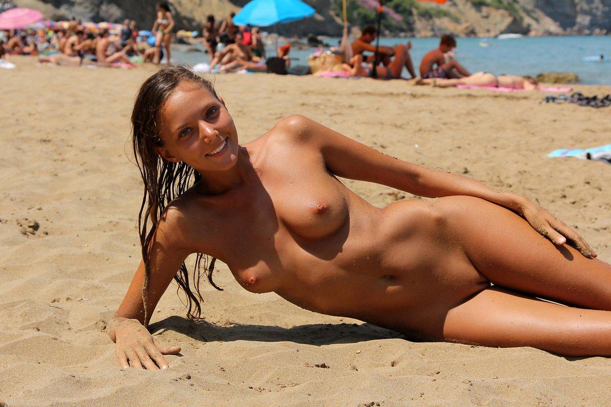 фото ню пляж