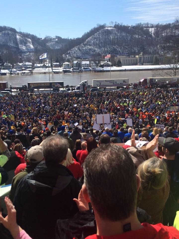 Entire state of WV is turning against the Republicans RTW/wage theft bill. #1u #UniteBlue #wiunion http://t.co/vaZbzsyh4S