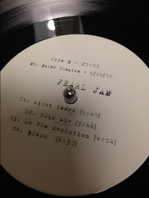 How does the Mt. Baker Theatre vinyl sound?  RT @TheVinylKings Now spinning #PearlJam http://t.co/CLFWXVSnVL