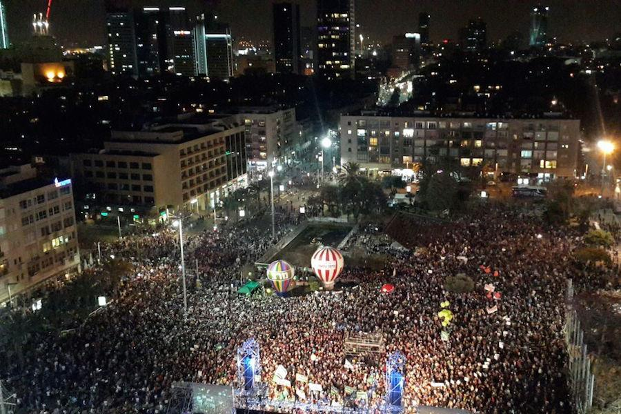NOW: Tens of thousands in Tel Aviv demand Netanyahu's ouster http://t.co/6cLd5OHOEG http://t.co/q88GxOAHQu