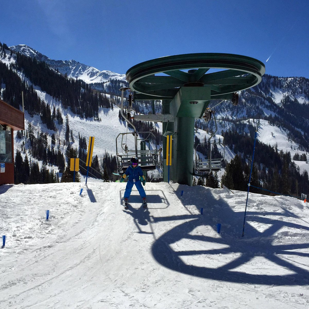 My 5 year old rode the chairlift alone for the first time today... Thanks @Snowbird #SkiersRiteOfPassage #Snowmamas http://t.co/r5PSrfI06t