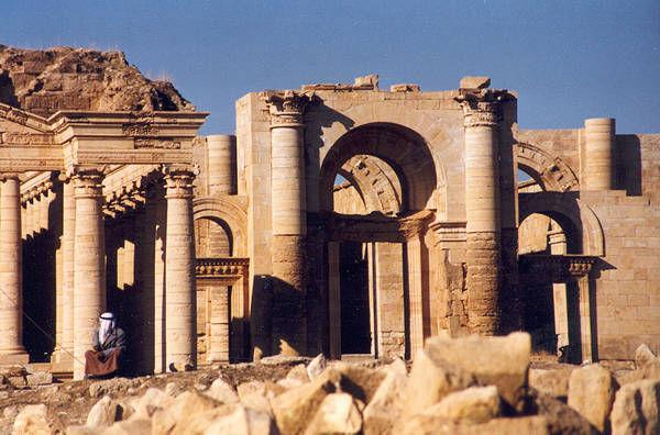 These pictures are all that's left of Hatra now that ISIS has blown up and bulldozed it. http://t.co/M3ejIORMpY #Iraq http://t.co/gW9MhQPS6B