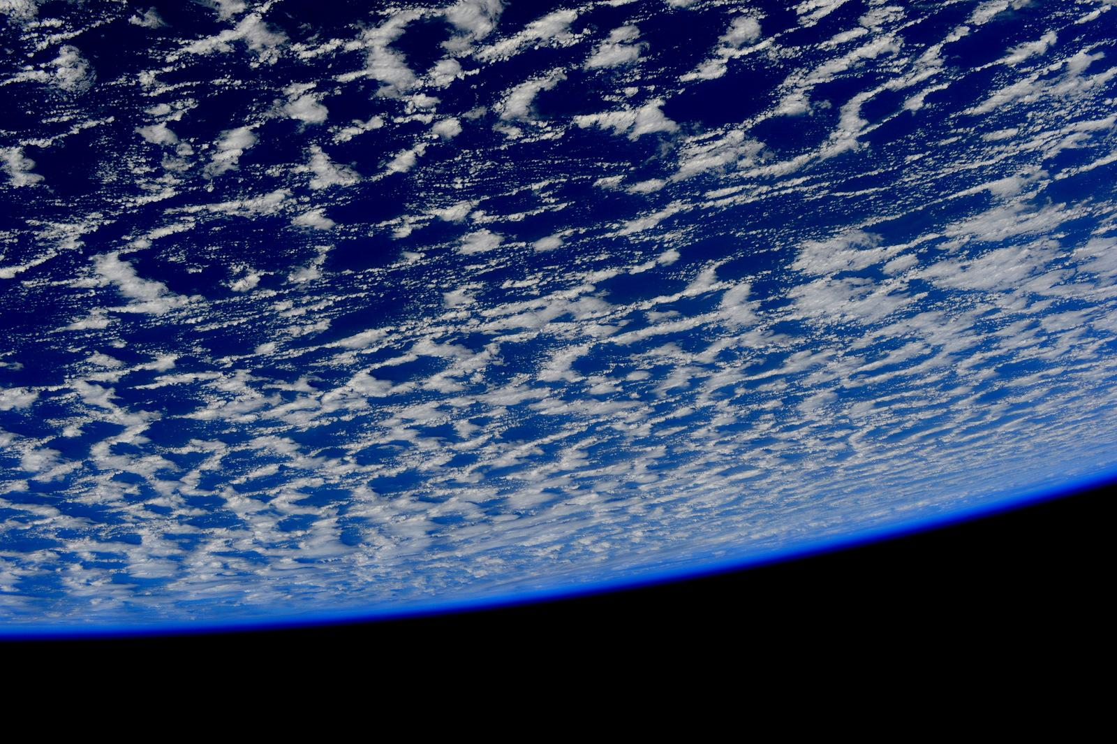 Good night from #space. Buona notte dallo spazio. http://t.co/w6cTThjOLm