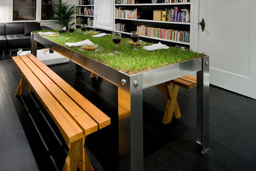 Perfect table for sharing a @WWOOF meal - don't need to wipe up afterwards. http://t.co/ehVPnKdrTU http://t.co/jmFctgsX1p