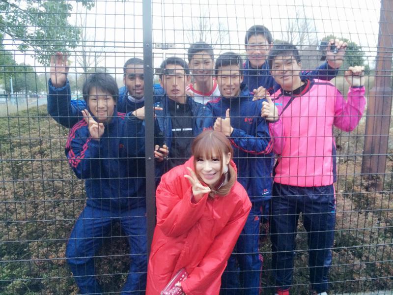 ロケ先で会ったサッカー少年達✨  元気だったなぁ\(^o^)/ http://t.co/8Em9GsTlul